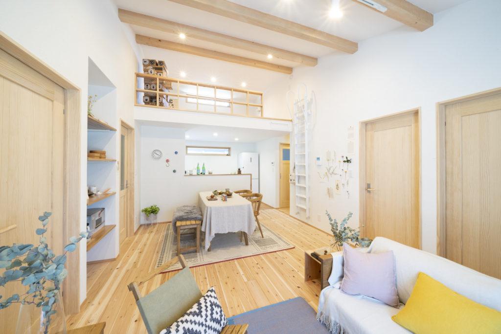 YOHACO-HIRAYA_平屋リビング,無垢床,漆喰壁